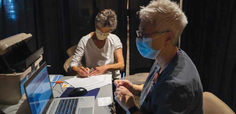 Help the Helper: AdventHealth Hendersonville Host Vaccine Clinic for Volunteers